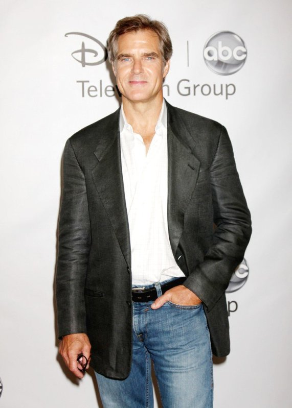 henry-czerny-2011-disney-abc-summer-press-tour-01